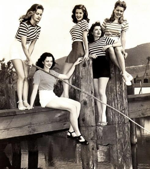 Group of 1940s Pinups at the Lake #pinup #1940s #vintage #fashion