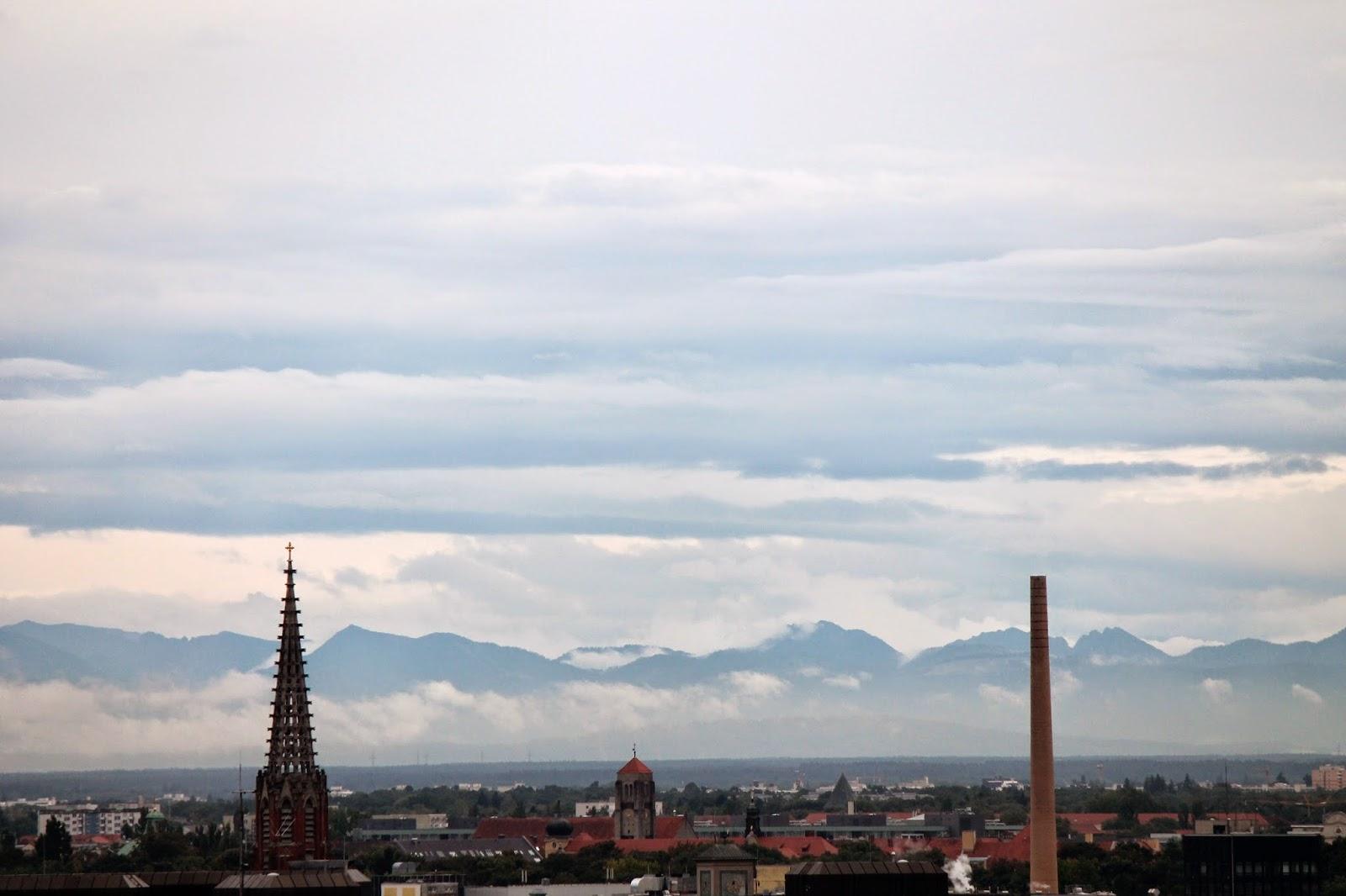 Vista de los Alpes desde la torre del ayuntamiento. ¡Munich! en Hitzen Mundua