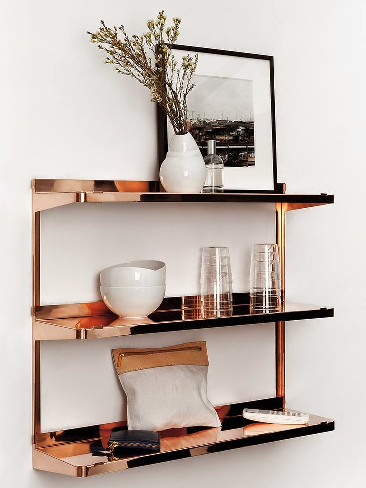tendencia-decoracao-cobre-estante