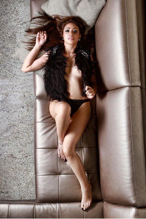 paloma esmeria naked in the sofa 02