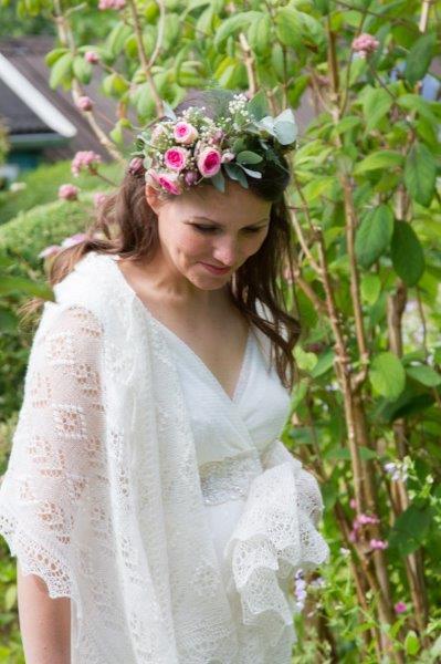 Waauw, wat een beeldige bruid met een sjaal van gebreidesjaals.