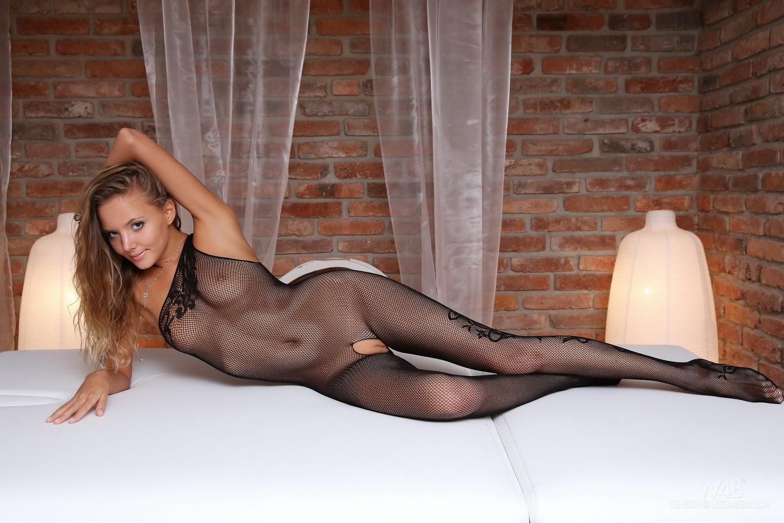 Чулки и колготки на голое тело порно 5 фотография