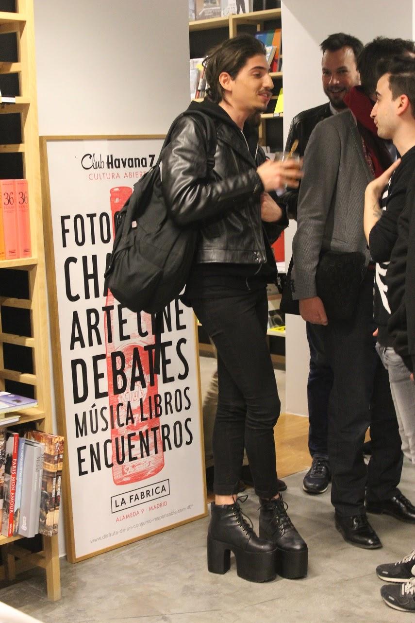 Colección Pañuelos Juan Gatti, La Fabrica, Presentación, complementos
