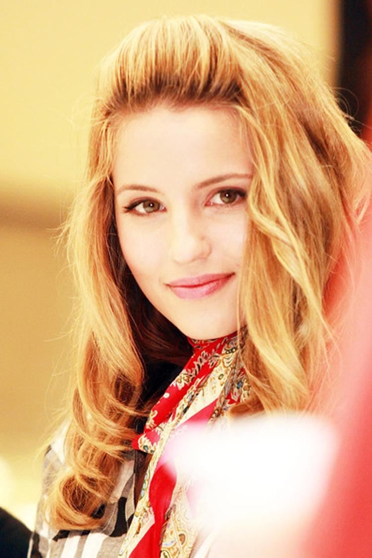 Fresh Look Celebrity Dianna Agron Hairstyles 21