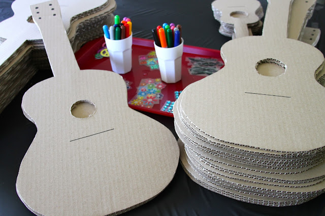 Aidie 39 s hideaway pop star party for Acoustic guitar decoration ideas
