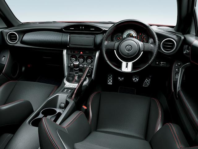 Toyota 86, wnętrze, jak wygląda, jakość, interior, zegary, tapicerka, fotele