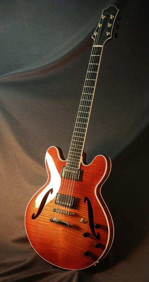 Guitar: Benedetto Guitars GA-35 Model in Autumnburst