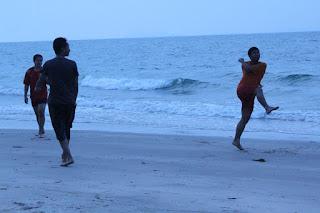 mandi pantai