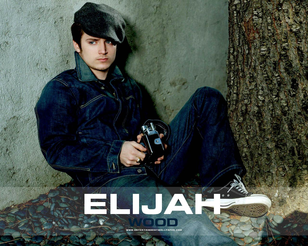 http://4.bp.blogspot.com/-LYksBd1X2OQ/TdVJfqVC0nI/AAAAAAAAAF4/rGPGC5zBiOA/s1600/091027040615_Elijah-Wood.jpg