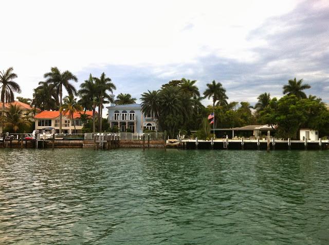 Vista das casas de Biscayne Bay