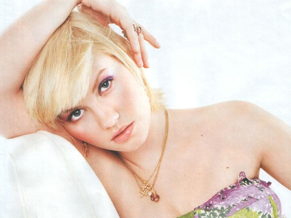 http://4.bp.blogspot.com/-LYshUN9pIxM/TYOB6q5YdLI/AAAAAAAABc4/TryWMpIoQcw/s1600/actress_elisha_cuthbert_hot_wallpaper_42.jpg