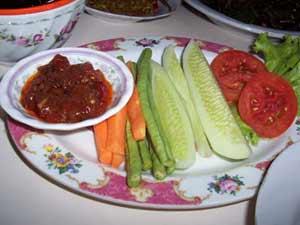 Tips Menghindari Kontaminasi Bakteri E. Coli Pada Sayur Lalapan