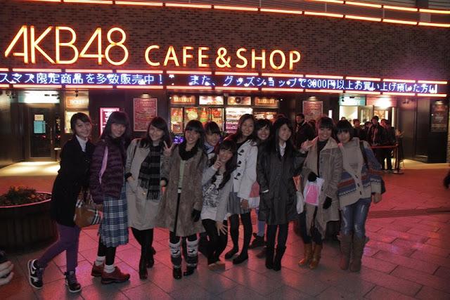 Member JKT48 Favorite Versi Fans Jepang : didepan AKB48 Cafe Shop