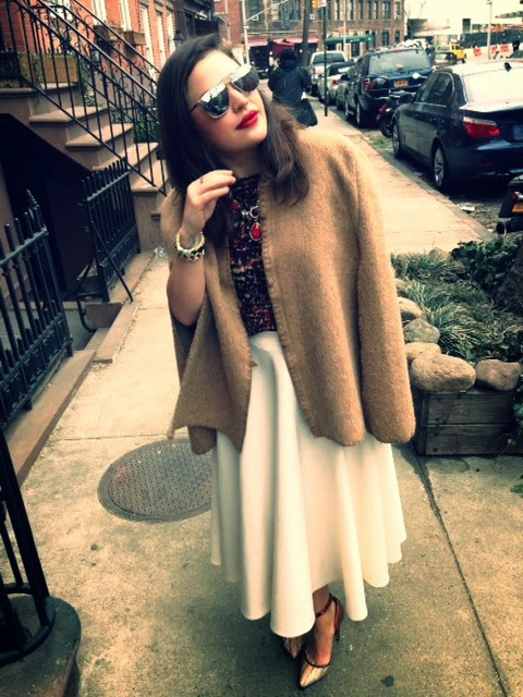 statement necklace Prima Donna, vintage camel tan cape, NYC streetstyle, how to wear a cape, midi length white skirt, ASOS skirt white A-line, snakeskin heels