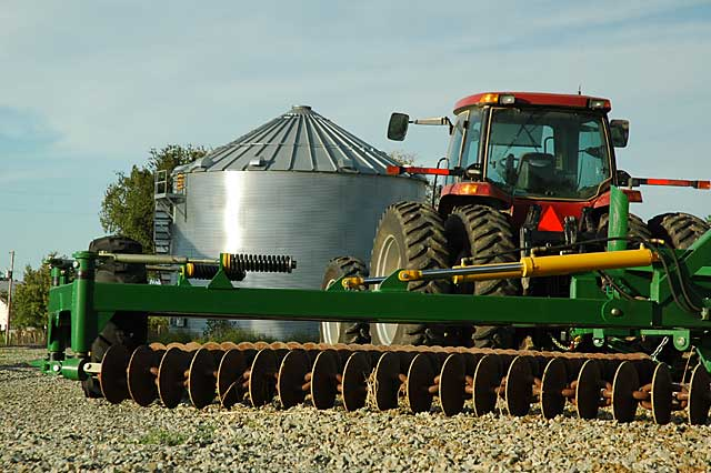 Agricultural Machinery And Equipment : Ag news online farmers share farm machinery to save costs