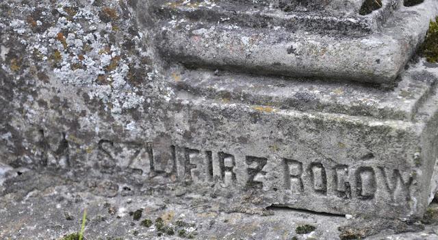M. Szlifirż Rogów - podpis kamieniarza, w pierwotnej pisowni. Końskie, cmentarz parafialny. Foto. KW.
