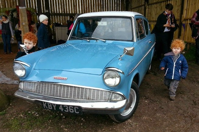 Harry Potter Weasley's Flying Ford Anglia Car