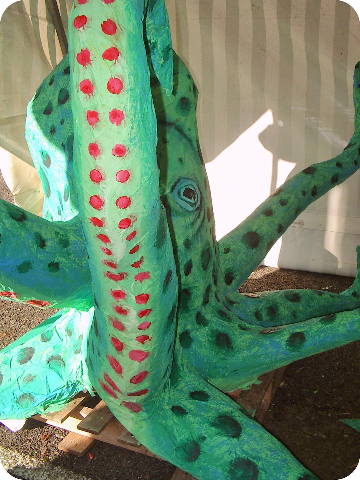 Micka lle delam tuto peinture sur pieuvre en papier m ch for Paper mache structure