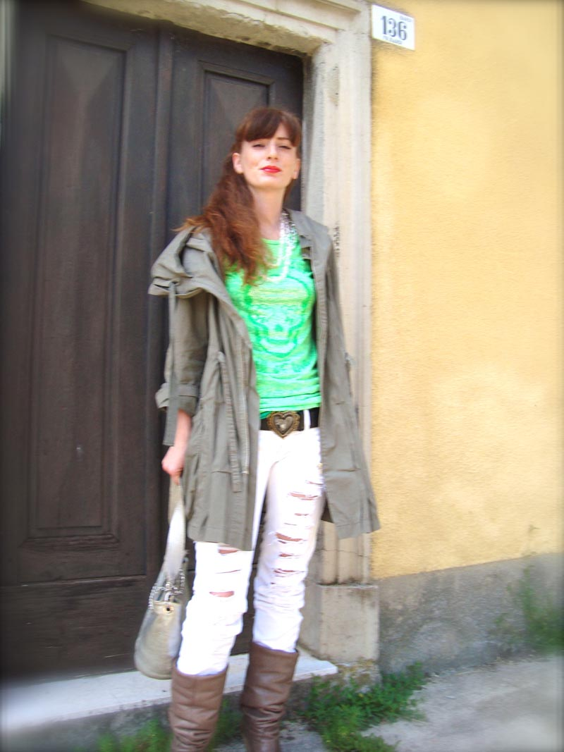skulls of love , mason espin, moschino belt, relish, ripped denim,  flowers, roses, fluo pink, fluo green, parka, outfit blog, fashion blogger,  the fashionamy by Amanda
