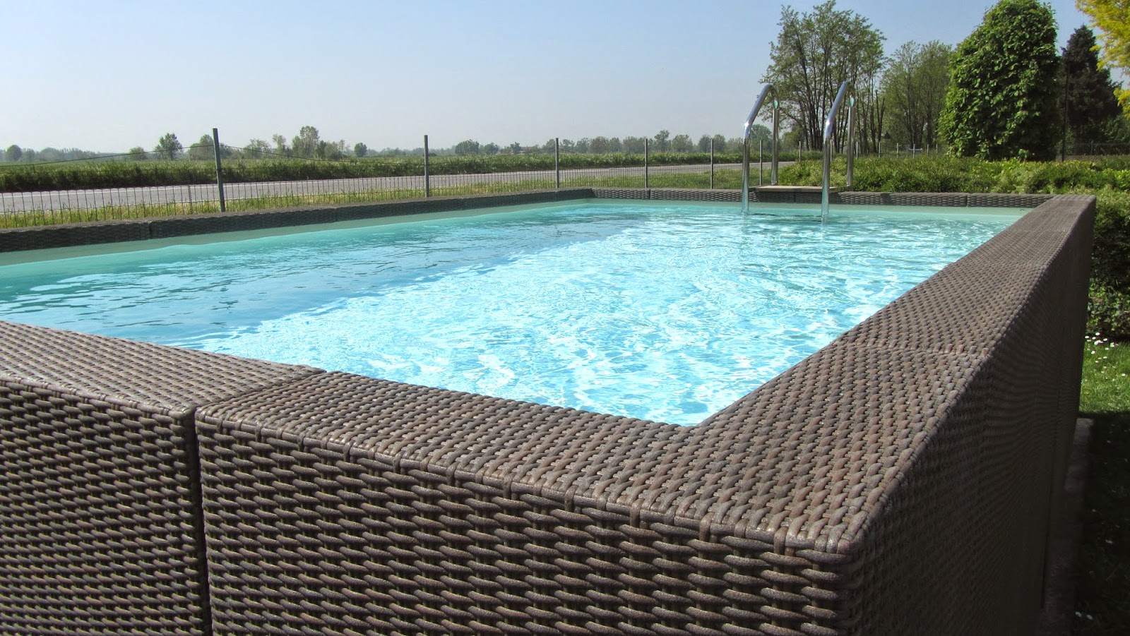 White o coffee scegli la tua diva piscine laghetto - Piscine laghetto ...