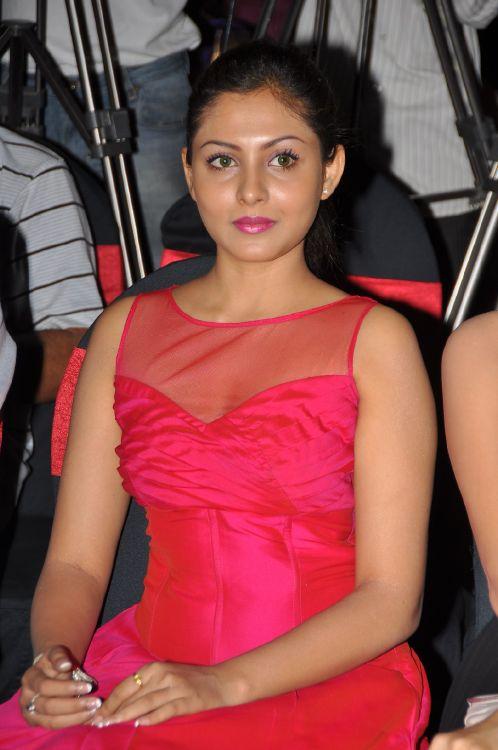 Madhu Shalini Hot Stills at Vadu Veedu Movie Audio Release Launch Photoshoot images
