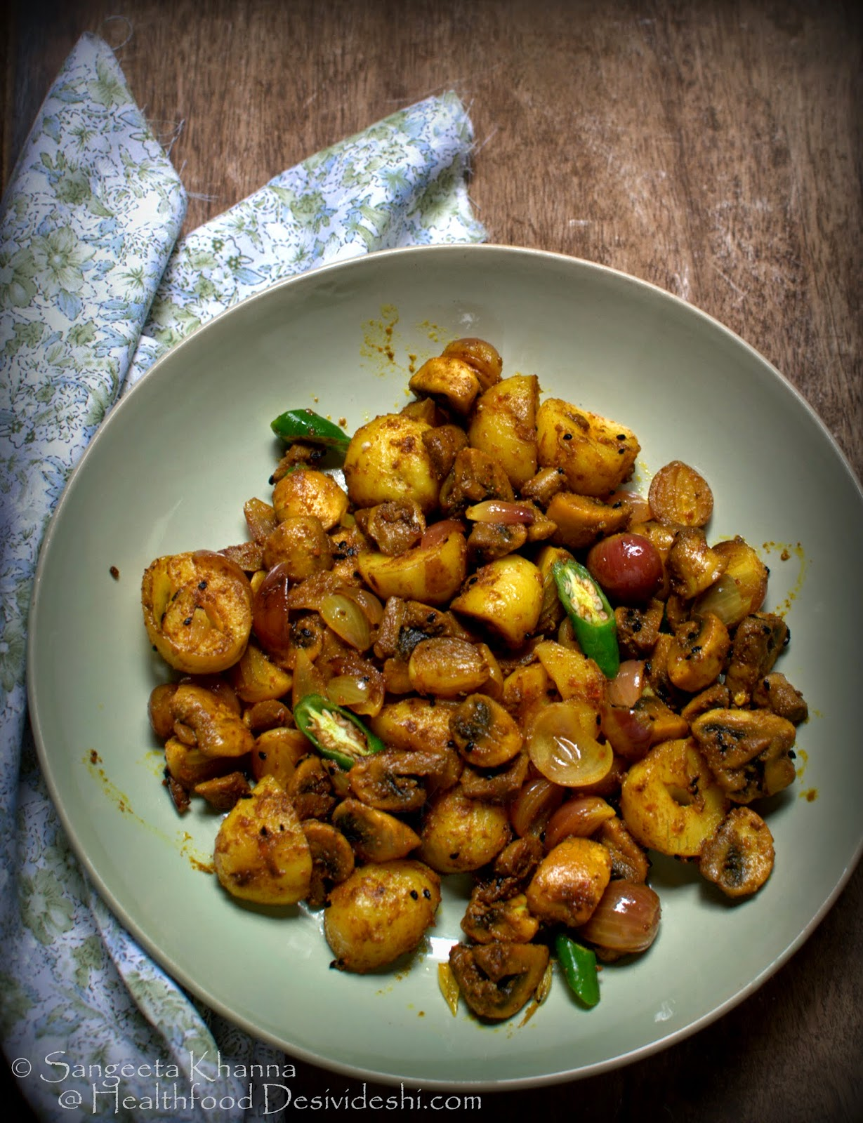 everyday subzi : achari mushroom alu | mushrooms, baby potatoes and baby onions stir fry in pickling spices