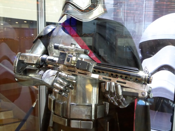 Captain Phasma blaster Star Wars