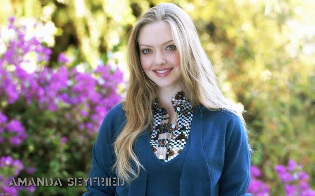 Amanda Seyfriedsexy in blue dress fashion
