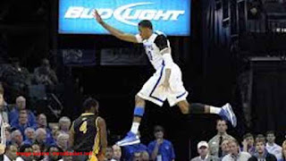 vertical jump slow motion Photo