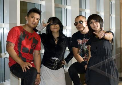 chua kotak band. and that diproduserinya.