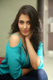 actress madhu shalini new pics hd (2)