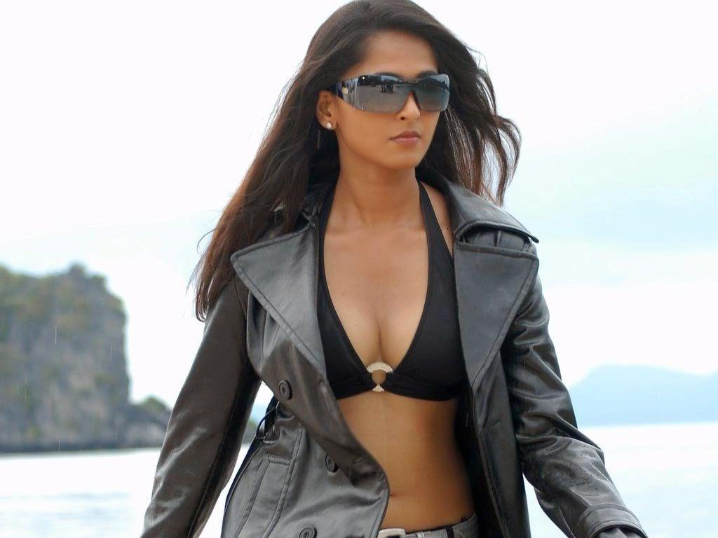 Anushka shetty bollywood actress hot bikini wallpaper