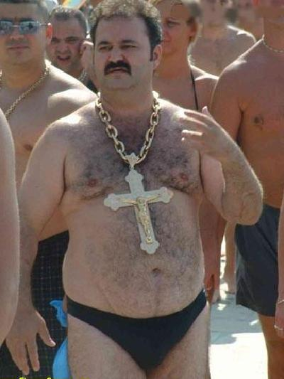 fat-guy-gold+chain+cross.jpg