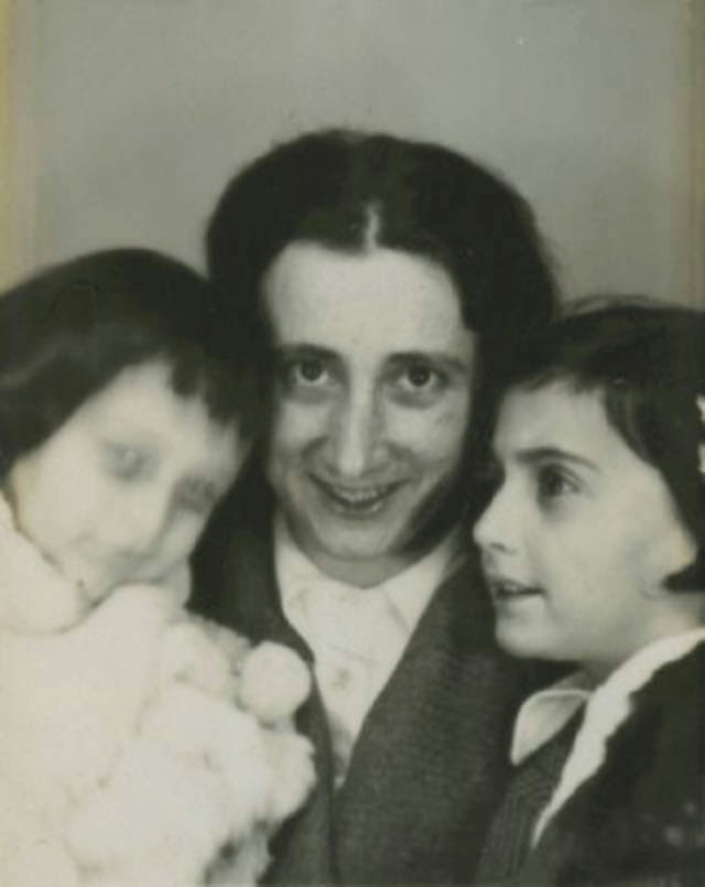 anne frank biography Anne frank's legacy is still very much alive and it can address us fully, especially at a time when the map of the world is changing and when dark passions are .