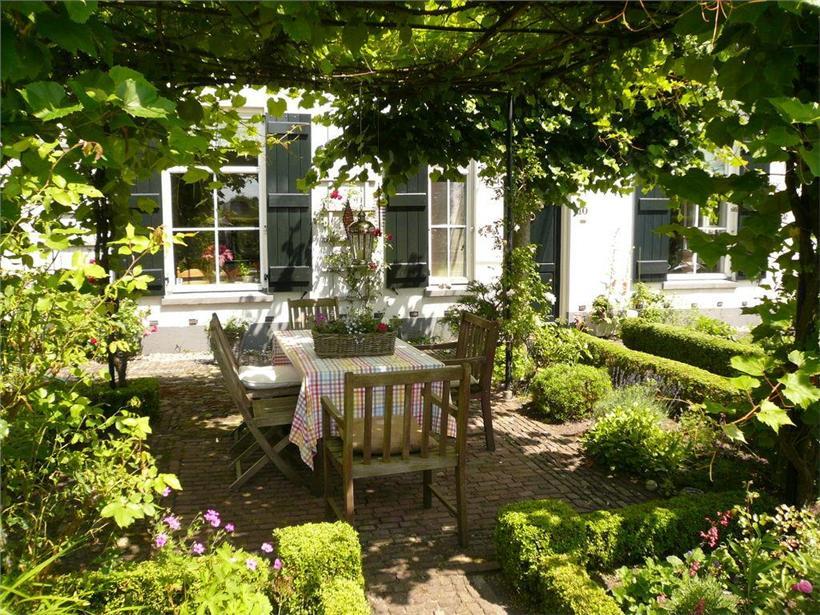 Moois en liefs tuin - Veranda met muur ...