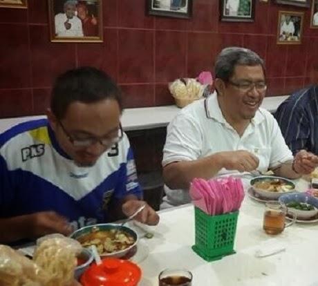 FOTO JERSEY PERSIB LOGO PKS Penampakan Baju Jersey Panas Bobotoh Bandung