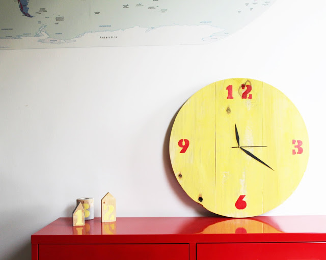 zegar zrób to sam, DIy zegar z desek, mechanizm zegarowy, jak zrobić zegar samemu w domu