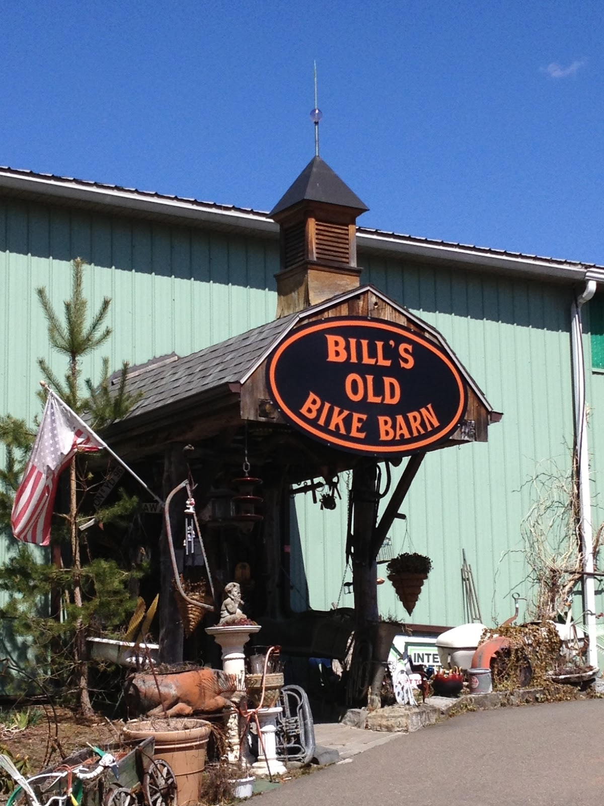 Nov 04,  · Great visit at Bills Bike Barn with lots of old and new Harley's and much other Americana. Well worth the stop and modest admission fee ($5). Thank jimsavage15/5().