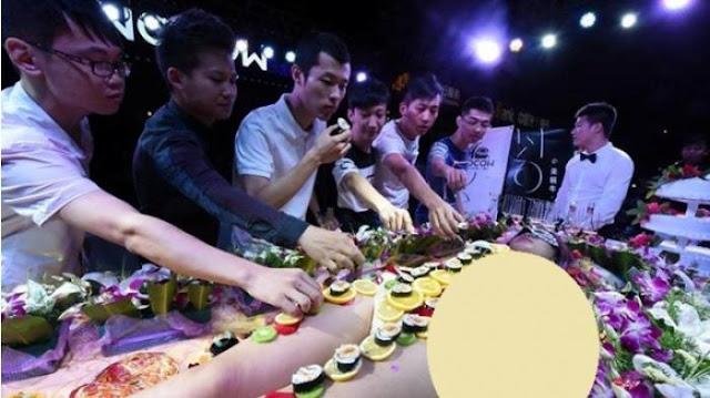 Makan Sashimi Diatas Tubuh Cewek Telanjang di Blok M