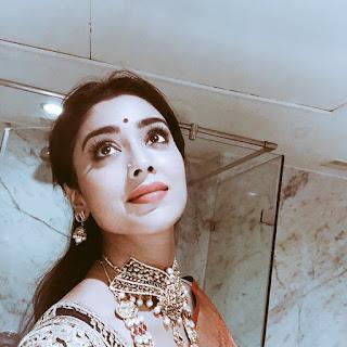 Shriya Saran Selfie in Lovely Designer Saree Stunning beauty