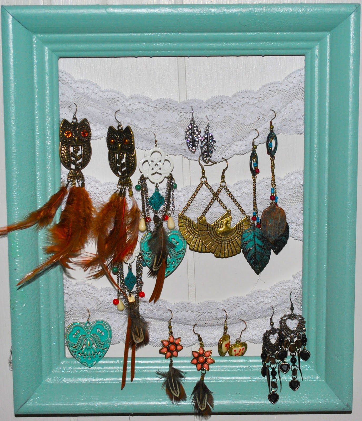 Humming Bee Vintage: DIY Picture Frame Jewelry Holder