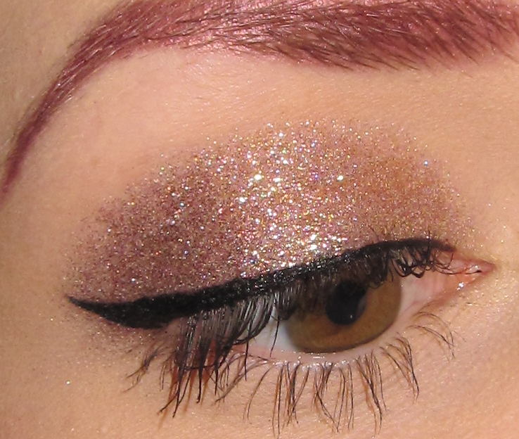 Glitter Is My Crack Simple Neutral Glitter Eye Makeup Look