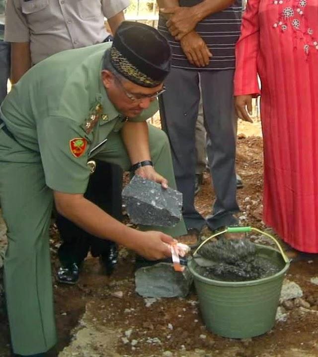 Wakil Walikota Letakkan Batu Pertama Pembangunan Mushola senilai 700 juta