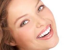خبيرة تجميل تقدم نصائح لتحمى بشرتك من الشيخوخة المبكرة  - ضحكة جميلة جذابة ابتسامة رائعة عريضة