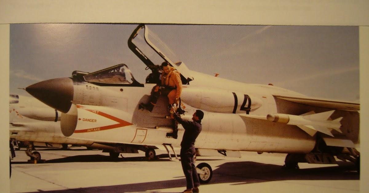 Pilote missile parti cible d truite 1967 for Saut en parachute salon de provence