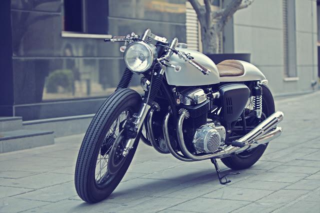... Alexandros Hadjicostas, Que Mora Na Ilha Do Chipre, No Mar Mediterrâneo  é Uma Das Cafe Racer Mais Bacanas Que Recentemente Vi. Essa Honda CB 750  1969 ...