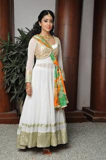 Actress Shriya Saran Latest Pictures at Memu Saitham Stars Cricket Curtain Raiser Event 17)