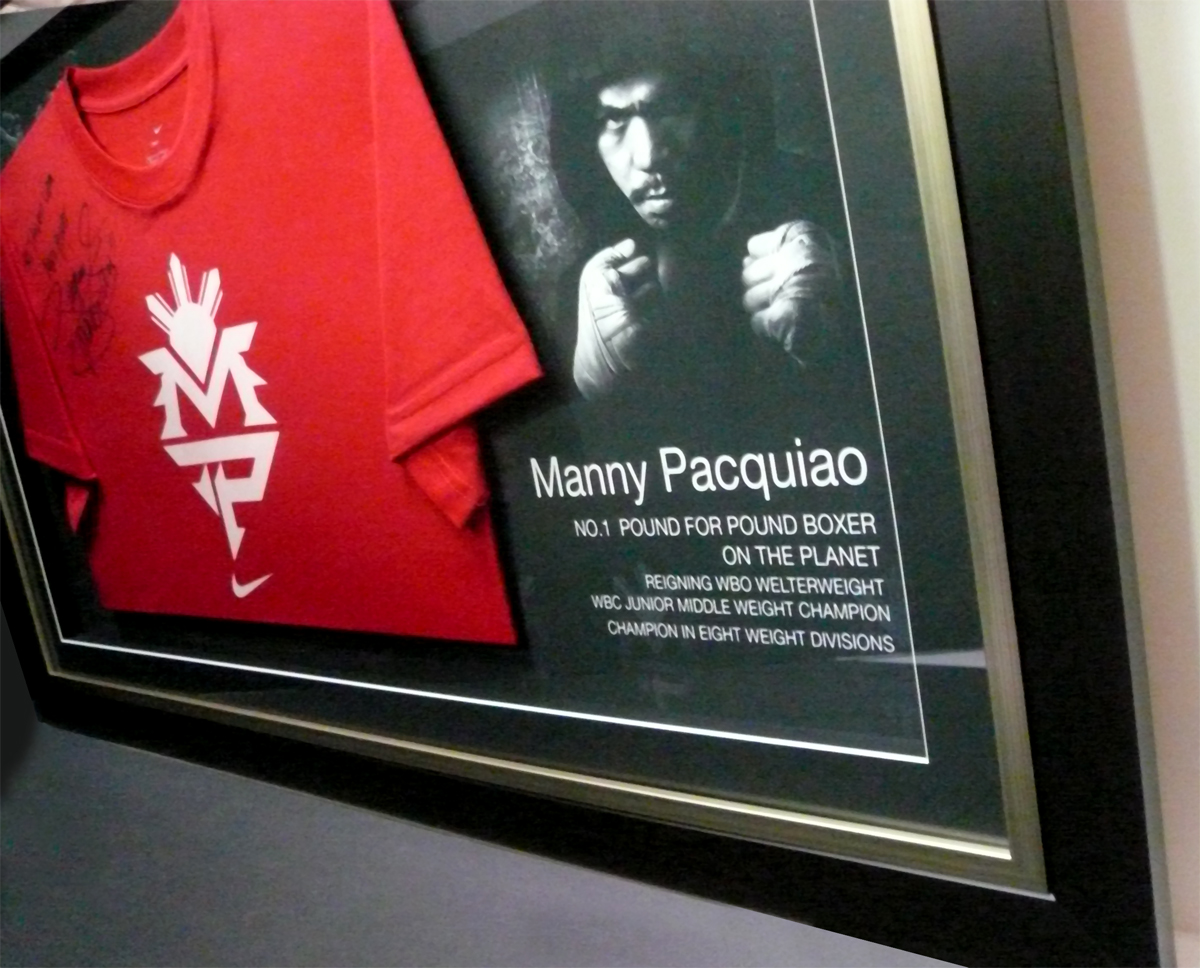 ArtBug Buzzing ...: Manny Pacquiao Boxing Gloves and T-Shirt Frame