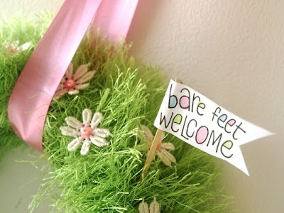 Easter and Spring Craft ideas: how to make a spring baby grass yarn wreath