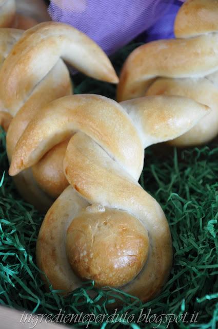 coniglietti di pane per la tavola di pasqua.....